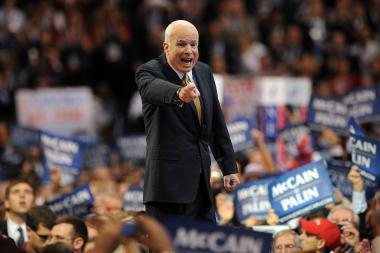 J.McCainas stojo į kovą