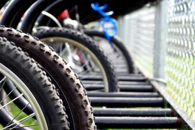 Palangoje susidûrë dviratis ir automobilis
