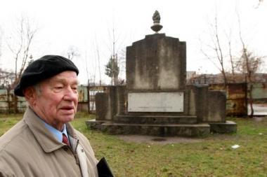 Vilties kibirkštis savanorių kapinėse