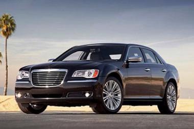 """Kaip atrodys naujasis """"Chrysler 300C""""?"""
