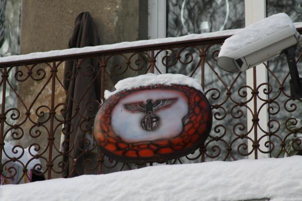 Namas Kauno centre papuoštas nacistiniais simboliais - pažeidėjui gresia bauda
