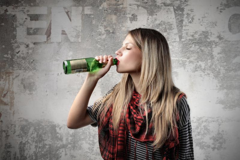 Seimas atidės alkoholio reklamos draudimą