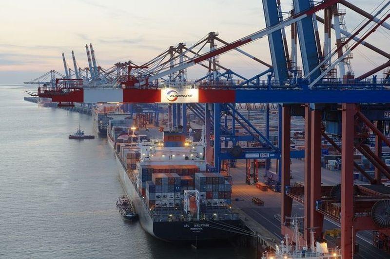 Hamburgo konteineriai keliasi į Vilhelshafeną