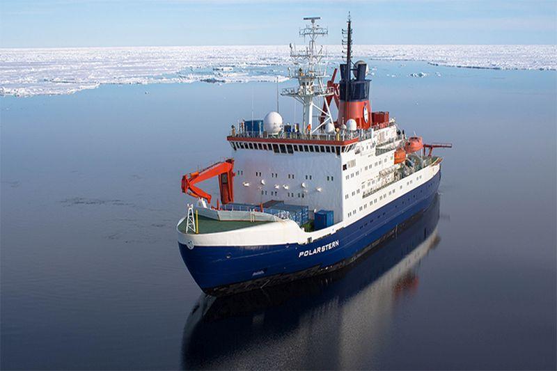 Mokslininkų laivas dreifuos ledynuose