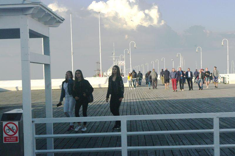 Jūros tiltai  būna  ir  su  užraktais