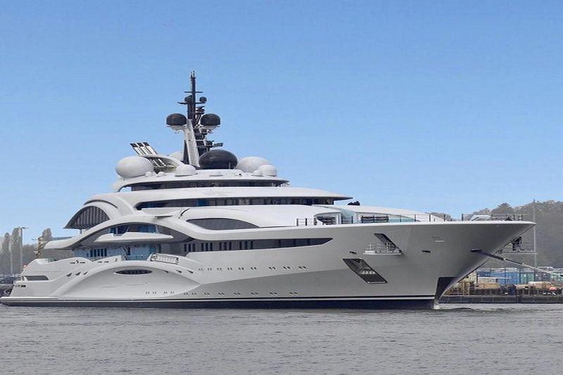 Turtingųjų laivyną papildys Mega jachtos