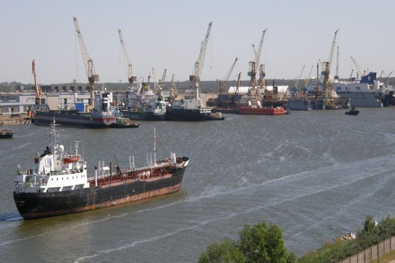 Teismai     trikdo    uosto    plėtrą
